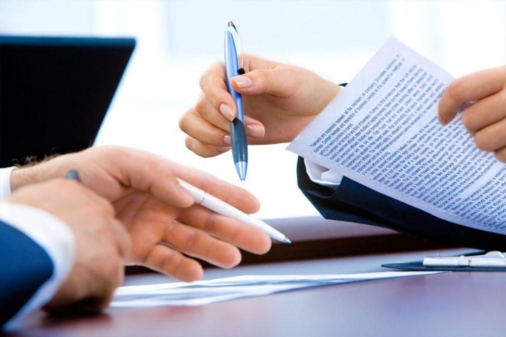 Когда нужна помощь адвоката по хозяйственным делам?